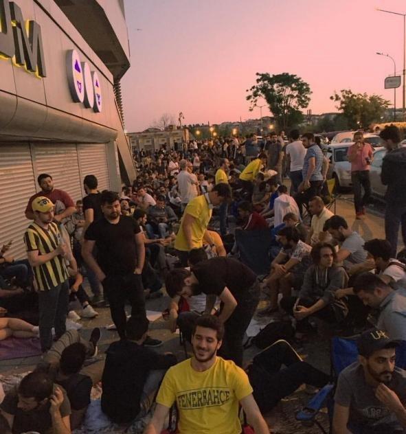 Fenerbahçe taraftarları, kombine için sabahladı