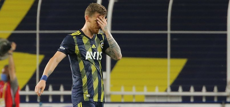 Fenerbahçe'de Serdar Aziz kırmızı kart gördü