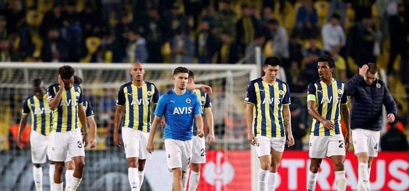 Fenerbahçeli taraftarlardan Royal Antwerp maçı sonrası futbolculara tepki!