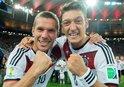 Podolskiden Mesut Özil paylaşımı