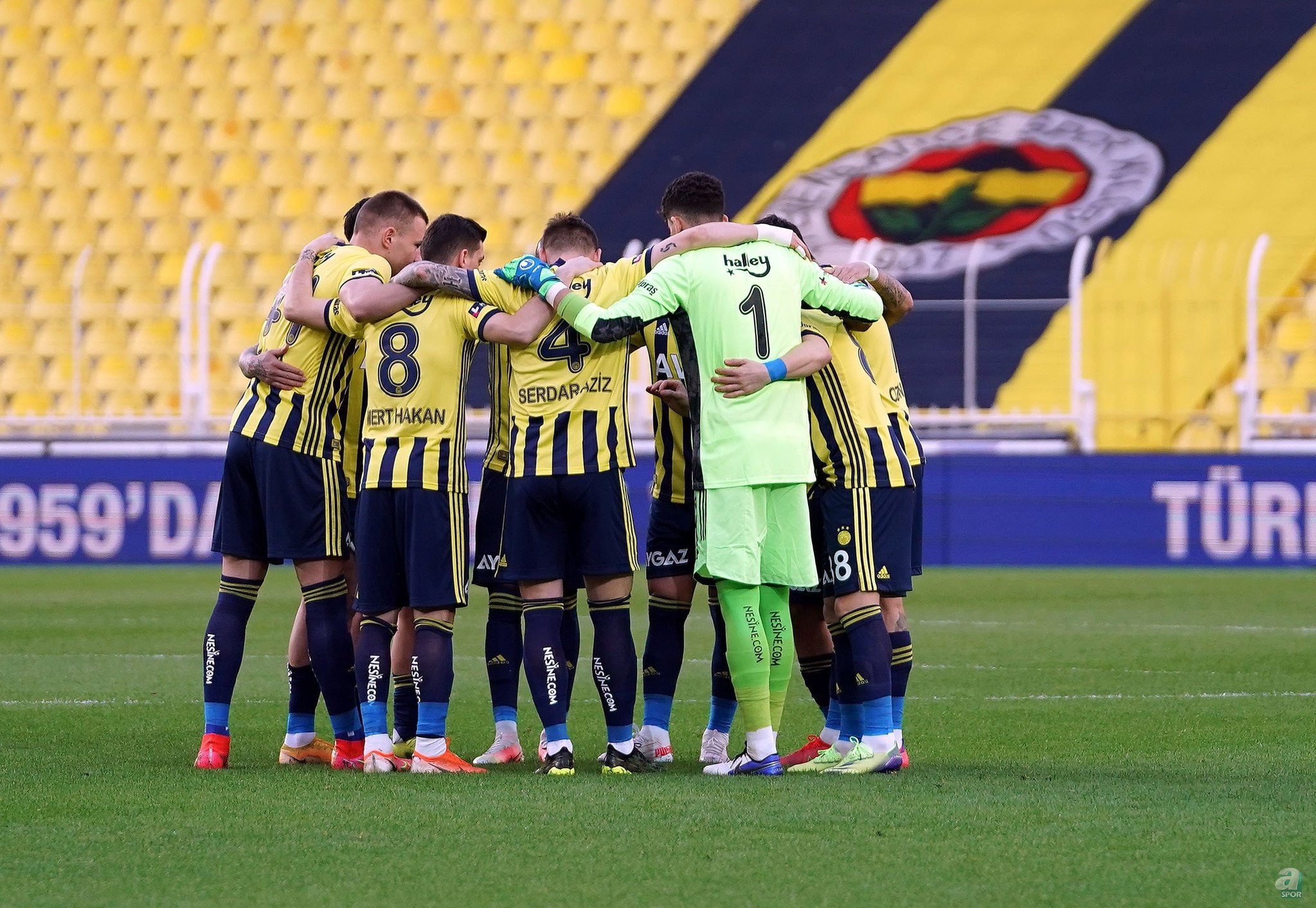 Süper Lig'de Fenerbahçe, sezona mutlak şampiyonluk parolasıyla başladı.
