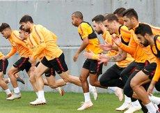 Galatasarayda Eren Derdiyok takımla çalıştı