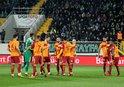Galatasaray yolu yarıladı