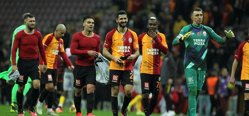 Galatasaray'da Fernando Muslera ve Radamel Falcao'dan 'dön' çağrısına yanıt!