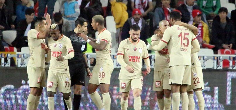 Galatasaray'da Henry Onyekuru antrenmanı yarıda bıraktı