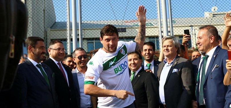 Bursaspor'da 5 oyuncu için imza töreni