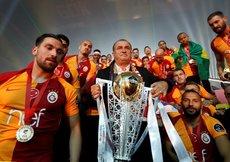 Fatih Terim, Galatasaray'ın başında yine rekorları altüst etti
