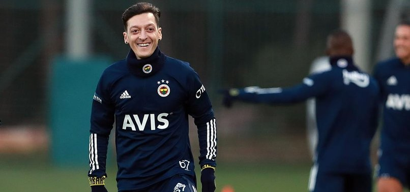 Fenerbahçe'de Mesut Özil ilk antrenmanına çıktı! İşte o görüntüler