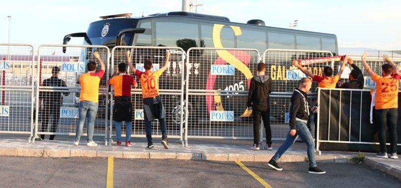 Galatasaray ve Akhisarspor kafilesi stada ulaştı