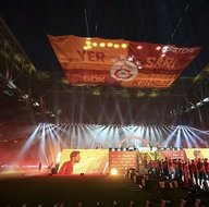 Galatasaraylı futbolcular bu şarkılarla sahneye çıktılar