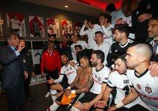 Beşiktaş soyunma odasında büyük coşku! | İZLEYİN