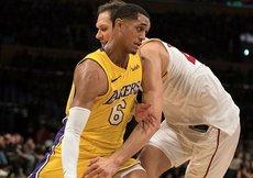 Lakers evinde geçit vermiyor