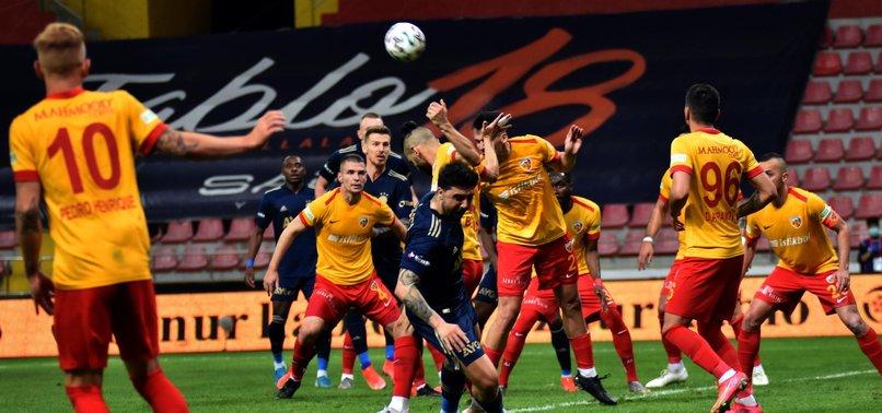 Son dakika spor haberi: Kayserispor - Fenerbahçe maçında penaltı kararı! İşte o pozisyon...