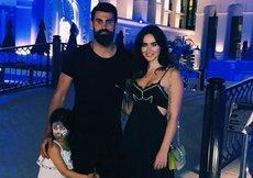 Volkan Demirel ailesiyle soluğu Antalyada aldı