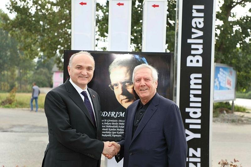 aSpor: Fenerbahçe Eski Başkanı Aziz Yıldırım Düzce'de isminin verildiği bulvarı gezdi