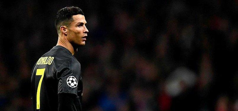 Ronaldo Messi'yi solladı!