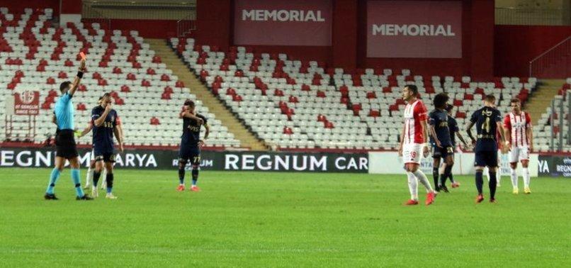 Antalyaspor - Fenerbahçe maçında Adis Jahovic'e gösterilen kırmızı kart doğru mu? Canlı yayında açıkladı