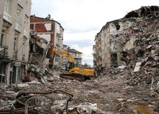 Büyük felaket 17 Ağustos Marmara depremi ne zaman oldu? Kaç şiddetinde deprem oldu? Merkez üssü neresi?