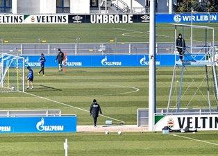 Schalke antrenmanlara başladı! Sosyal mesafeyi böyle korudular...