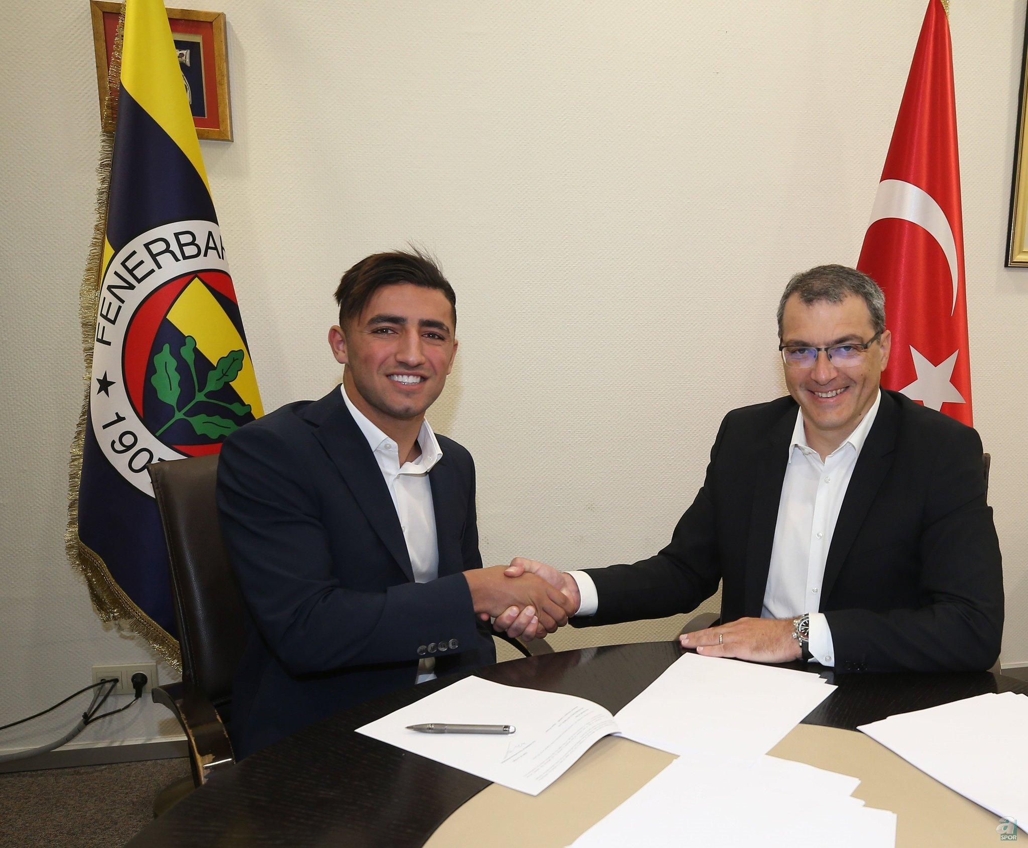 750 bin euro bedelle sarı-lacivertli ekibe transfer olan yıldız isim, daha sonra İstanbulspor'dan ayrılarak Zorya'ya kiralandı. Allahyar, Ukrayna'da oldukça başarılı günler geçiriyor.