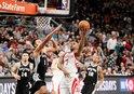 Rockets, deplasman serisine galibiyetle başladı