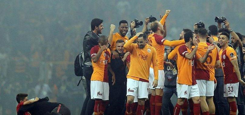 Galatasaray'ın yeni transferi şampiyonluk kutlamalarında! Futbolcularla birlikte sevindi