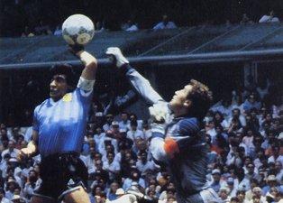 İngiliz basınının Diego Maradona manşetleri tepki topladı!