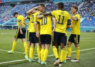 İsveç lider tamamladı! Lewa'nın golleri Polonya'ya yetmedi