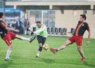 Galatasaray teknik heyeti ile basın mensupları maç yaptı