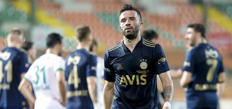 Son dakika spor haberi: Alanyaspor - Fenerbahçe maçında kader anı! İşte Gökhan Gönül'ü kırmızı karta götüren o pas...