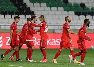 Beşiktaşlı yıldıza büyük övgü! Futbolu yeniden hatırladı