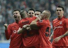Flaş iddia! Beşiktaşta mağlubiyete sevinen oyuncular var
