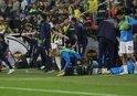 Mesut Özil'den sert tepki! Su şişelerini tekmeledi