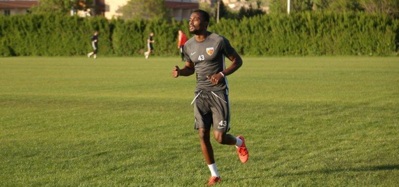 Galatasaray'da Mensah transferi çıkmaza girdi