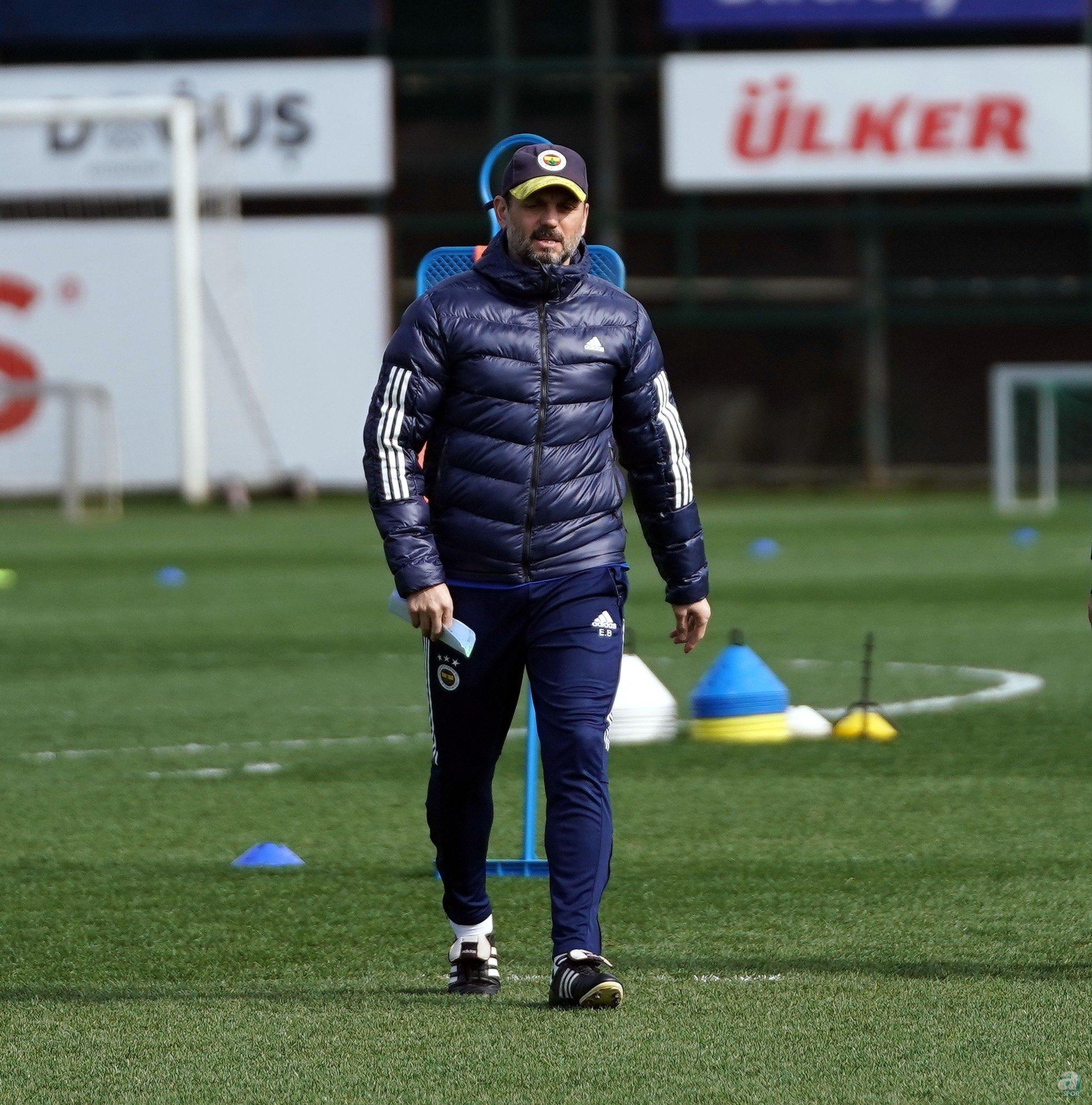 Yaz transfer döneminde takıma 18 oyuncu katan sarı lacivertliler, teknik direktörlük koltuğuna da Erol Bulut'u getirdi.