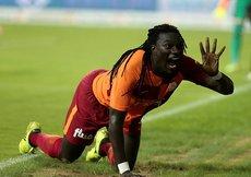 Emre Akbaba transferine Gomis engeli!
