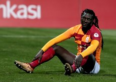 Galatasarayda Bafetimbi Gomis şoku