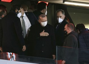 Başkan Recep Tayyip Erdoğan'dan milli takıma destek! Türkiye-Letonya maçını tribünden takip etti