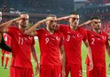 UEFA'dan 'Asker Selamı'na ceza yok!