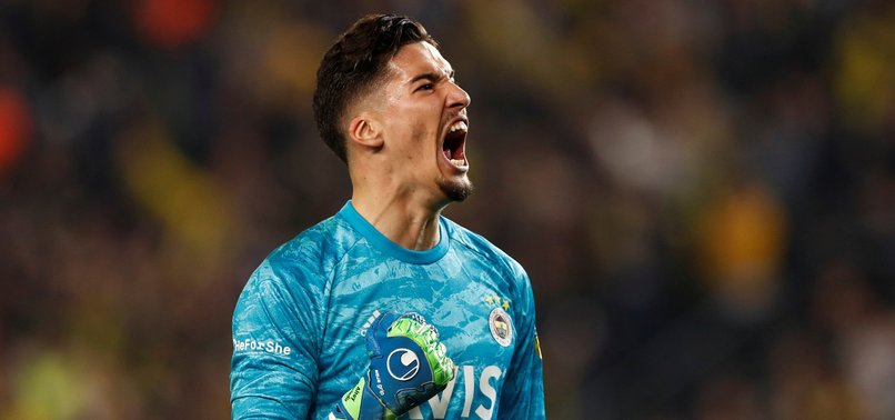Fenerbahçe-Konyaspor maçında Altay Bayındır'dan kritik müdahale! İlk yarıya damga vuran an