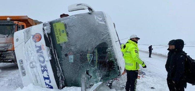 3. Lig ekibinin otobüsü devrildi! Korkutan kaza