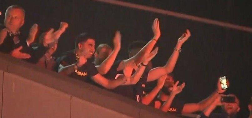 Derbi zaferini böyle kutladılar! Futbolcular ve taraftar...