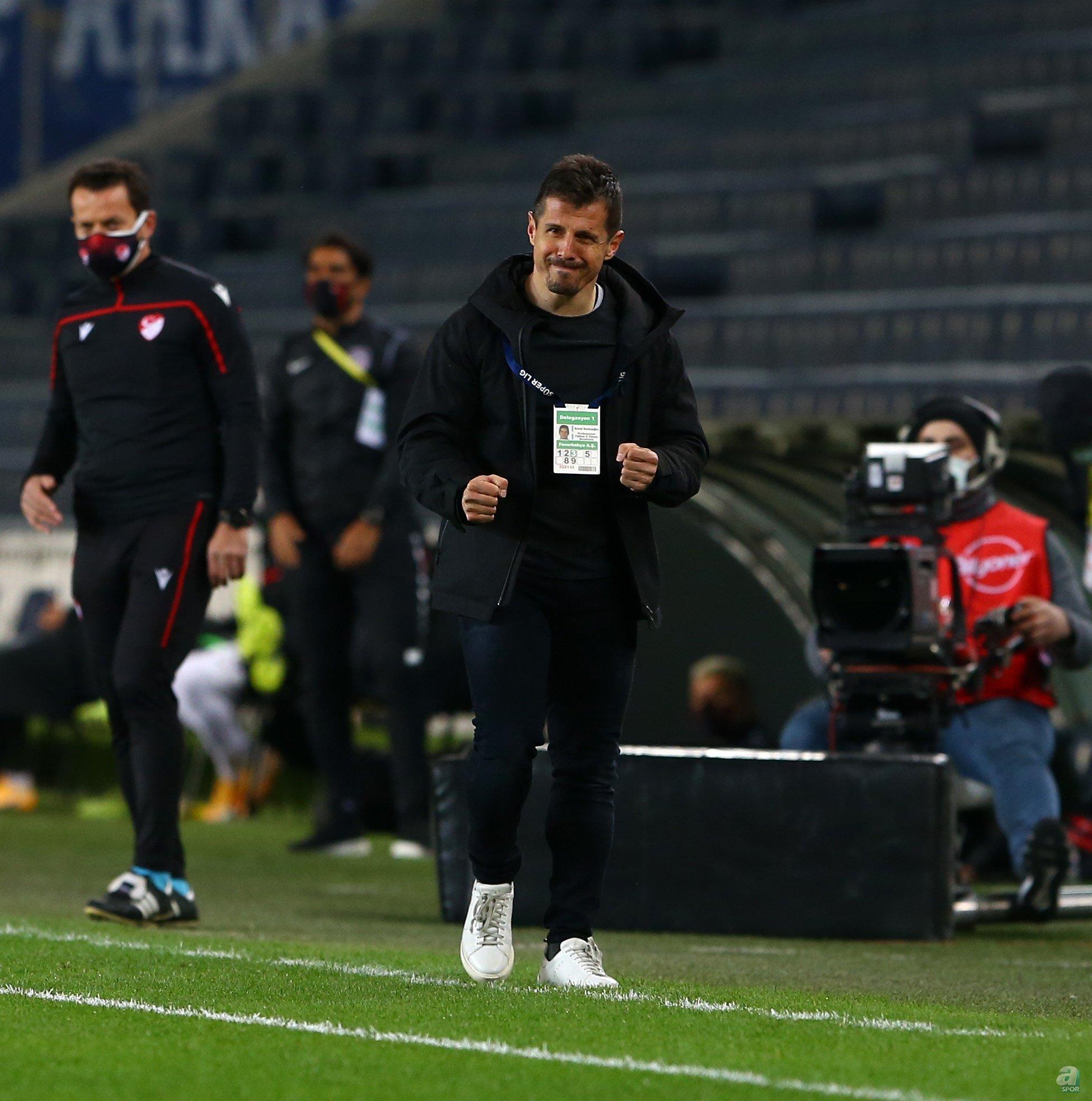 İranlı genç futbolcunun kiralık süresi 31 Aralık 2021'de sona eriyor... Oyuncunun Fenerbahçe ile olan sözleşmesi ise 30 Haziran 2024'e kadar.